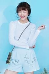 hari-won-don-he-voi-loat-trang-phuc-xanh-pastel