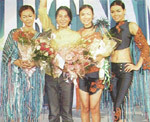 Thanh Long cùng những mẫu đoạt giải.