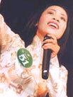 Ca sĩ Hồng Vy, con gái nghệ sĩ Doãn Tần.