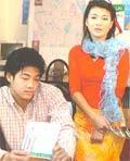 Kim Oanh (phải) trong Những giấc mơ dài.