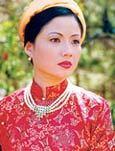 Yến Chi trong vai Nam Phương hoàng hậu.