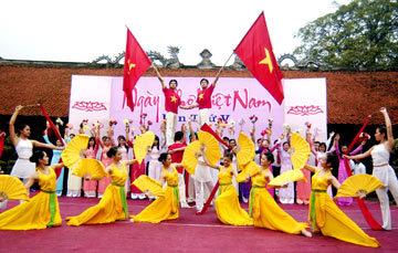 Lễ khai mạc Ngày thơ Việt Nam lần 5. Ảnh: Hoàng Hà.