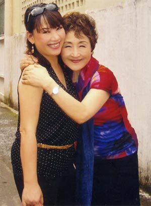 Bà Kato rất vui khi biết Trịnh Vĩnh Trinh dự định tổ chức một đêm nhạc Trịnh vào năm tới và mời bà làm khách mời danh dự. Ảnh: V.T.