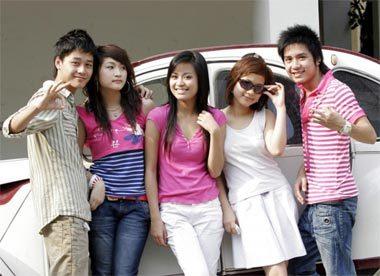 Thùy Linh và nhóm diễn viên