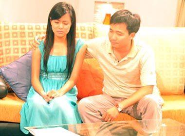 Đạo diễn Đỗ Thanh Hải chia sẻ với Thùy Linh.