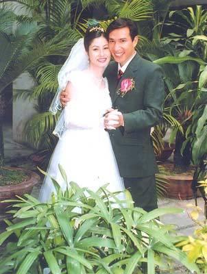 Quang Thắng và vợ trong ngày cưới. Ảnh nghệ sĩ cung cấp.