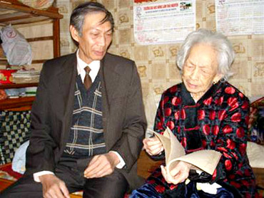 Vợ và con trai của nhà thơ Quang Dũng.