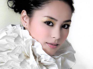 Ca sĩ Chung Hân Đồng.