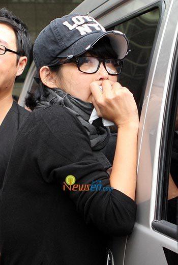 Choi Jin Sil khóc khi nghe tin Ahn Jae Hwan chết. Ảnh: Newsen.
