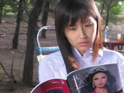 Mai Phương Thúy vào vai một cô gái nhà nghèo, tuy mới 16 tuổi nhưng rất phổng phao xinh đẹp và nuôi ước mộng làm hoa hậu.