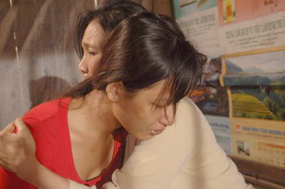 Khi trở về nhà với mẹ, biết tin mình có mang cũng là khi Minh biết mình nhiễm căn bệnh thế kỷ.