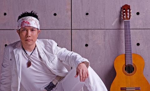 Jimmii Nguyễn cho rằng anh cần học nhiều ở Hà Dũng, một nhạc sĩ lớn làm kinh doanh lớn. Ảnh: Dinh Dzu.