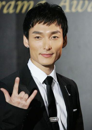 Ca sĩ Tsuyoshi Kunsanagi. Ảnh: Livedoor.