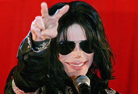 - - Jackson đã lên kế hoạch cho chuyến lưu diễn trở lại vào tháng sau. Hồi tháng 3, vé của 50 buổi diễn đã được bán sạch chỉ trong vài giờ.