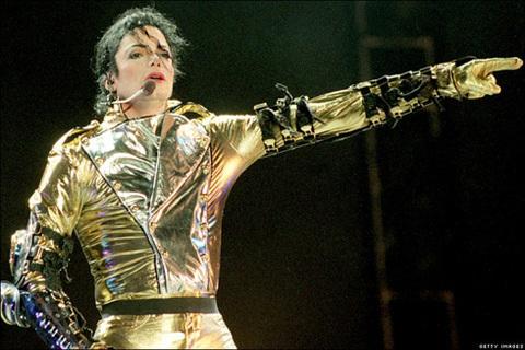 - Các đĩa nhạc của Michael Jackson đã tiêu thụ được con số kỷ lục là 750 triệu bảng. Ông nhận được 13 giải Grammy danh giá trong sự nghiệp của mình.