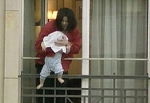 Rowe giao quyền chăm sóc con cho Jackson. Ông còn có một đứa con thứ ba với một phụ nữ vô danh. Tháng 11/2002, ông bị lên án mạnh mẽ khi một tấm ảnh giữa hai cha con bị tung lên báo chí. Trong ảnh, Jackson đang chơi trò mạo hiểm với con trai thứ hai Prince Michael II bằng cách trùm đầu đứa trẻ, dọa thả xuống từ một cửa sổ khách sạn ở Berlin, Đức.