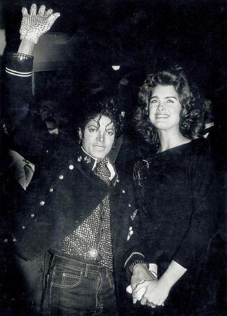 Năm 1984, Jackson bị đồn có tình cảm với nữ diễn viên Brooke Shields.