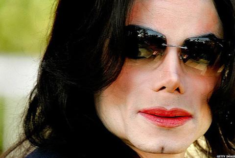 - - Ở tuổi 50, sau khi xây dựng nên một huyền thoại trong làng nhạc pop, Michael qua đời hôm 25/6.