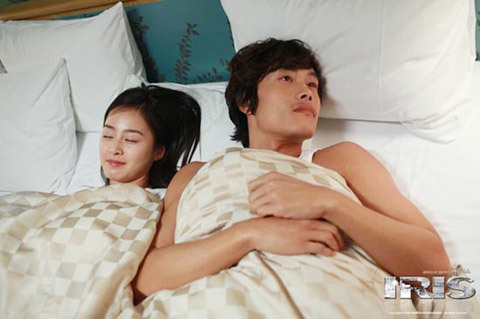 Cảnh nóng giữa hai diễn viên chính. Ảnh: KBS.