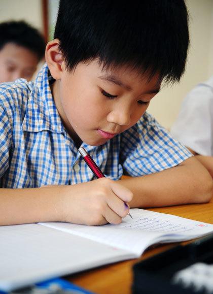 Giọt mồ hôi lăn trên má cậu học trò nhỏ sẽ là hình ảnh mà cậu sẽ nhớ suốt đời.