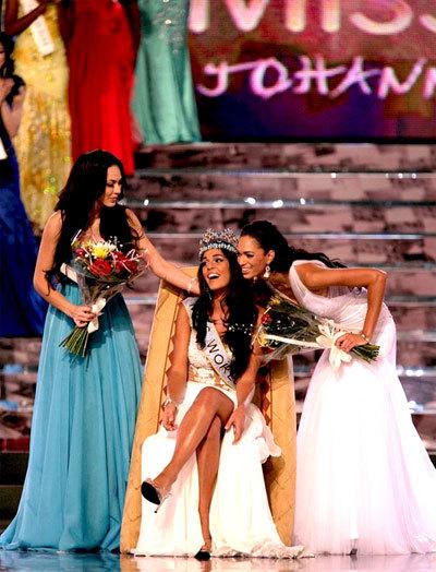 Hoa hậu Thế giới 2009 (giữa), Á hậu 1 người Mexico (trái) và Á hậu 2