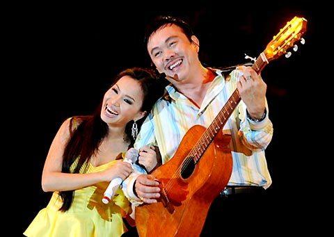 Chí Tài tham gia hát trong liveshow của ca sĩ Cẩm Ly. Ảnh: P.H.