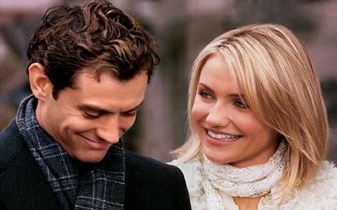 Chàng trai người Anh (Jude Law đóng) và cô gái người Mỹ (Cameron Diaz) tìm thấy tình yêu trong lễ Giáng sinh.
