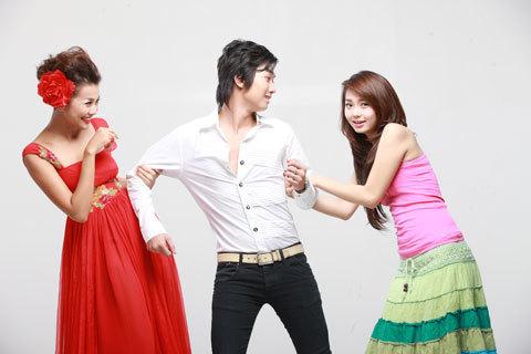 Minh Hằng và Thanh Hằng vào vai hai cô gái cùng yêu thầm một chàng trai.