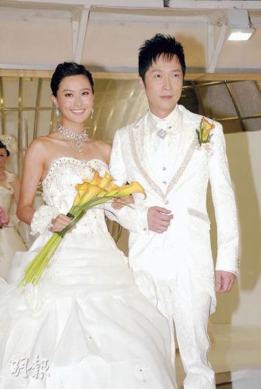 Pháp Lai và Tuấn Mỹ sánh đôi trong trang phục cô dâu, chú rể. Ảnh: On.