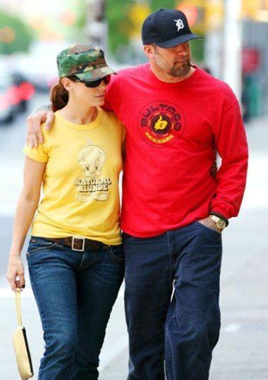 Jesse James đã quá nhiều lần phụ niềm tin của vợ. Ảnh: Tshirt Watch. http://www.tshirtwatch.com/blog/2006/05/page/2/