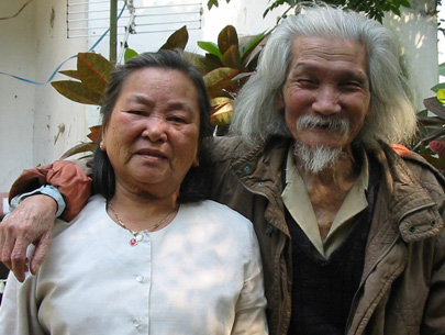 Vợ chồng nhà thơ Hữu Loan.