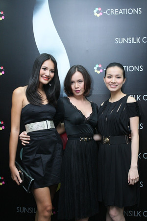 Hương Giang, Ngọc Oanh, Thùy Lâm – ba khách hàng đầu tiên của salon.