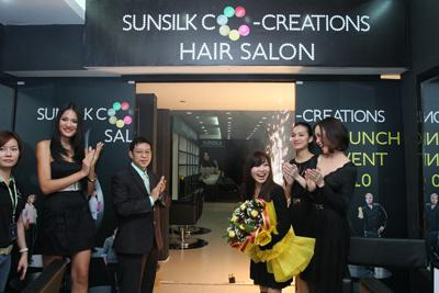 Giây phút mở cửa của Sunsilk Co-creations salon thứ hai tại Việt Nam.
