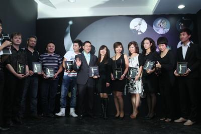Những nhà tạo mẫu tóc tại Hà Nội gia nhập vào Hội chuyên gia tóc quốc tế Sunsilk.