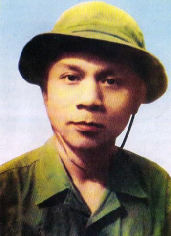 Thiếu tướng Hoàng Đan, chụp tại chiến trường Khe Sanh năm 1968.