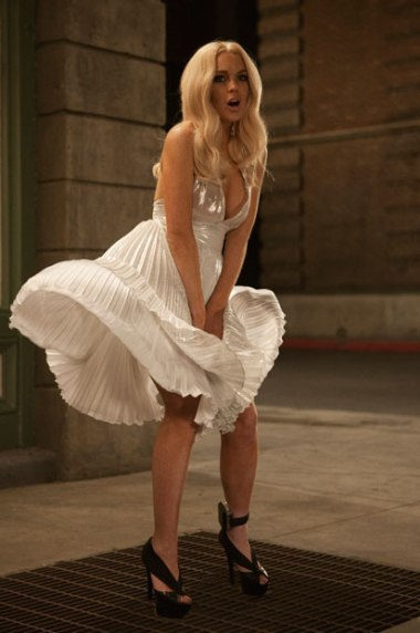 Cảnh quay tung váy của Lindsay trong