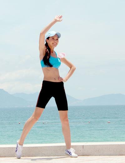 Không những nhảy nhịp nhàng theo nhạc, thể hình cân đối và gương mặt tươi tắn cũng giúp Thúy Vy tạo ấn tượng tốt.