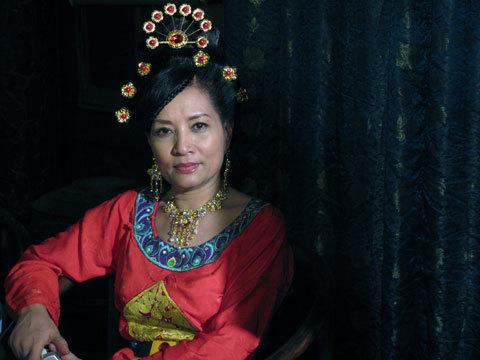 Hà Xuyên trong vai Minh đạo Hoàng Hậu của phim