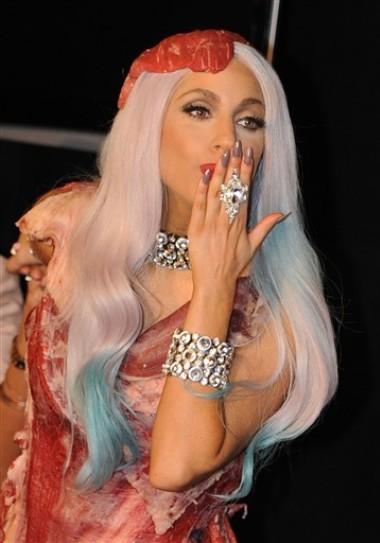 Mỗi bộ trang phục của Lady Gaga đều chứa đựng những thông điệp không hề đơn giản. Ảnh: AFP.