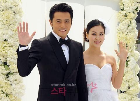 Jang Dong Gun và vợ Ko So Young trong đám cưới hồi tháng 5.