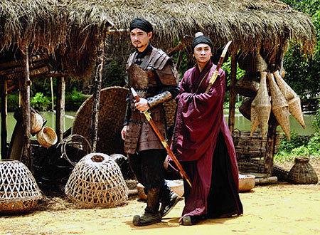 Lý Công Uẩn (Quách Ngọc Ngoan) khi còn là tướng dưới trướng vua Lê Long Đĩnh (Vũ Đình Toàn đóng).