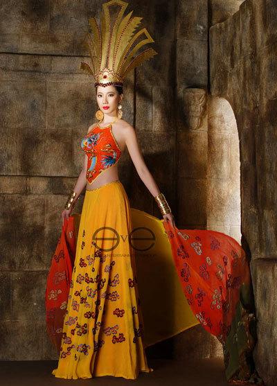 Chung Thục Quyên luôn cố gắng mang những nét mới đến với các cuộc thi nhan sắc mà cô tham dự. Với Miss International 2010 cô cho thấy sự táo bạo khi mặc trang phục mô phỏng váy áo công chúa Mỵ Nương trong huyền sử Việt Nam.