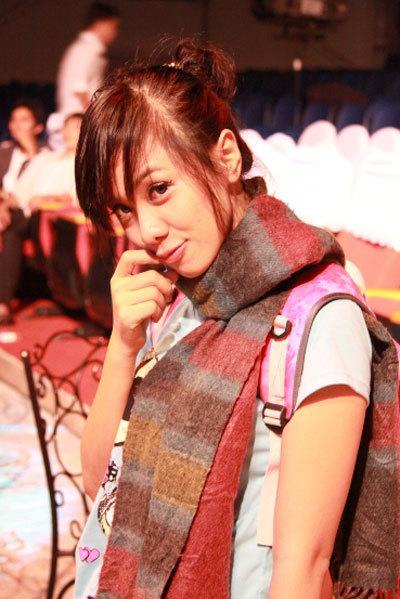 Cô gái nhí nhảnh Lan Trinh với style rất teen mặc dù trong đêm thi này cô rất cá tính, sexy và quyến rũ.