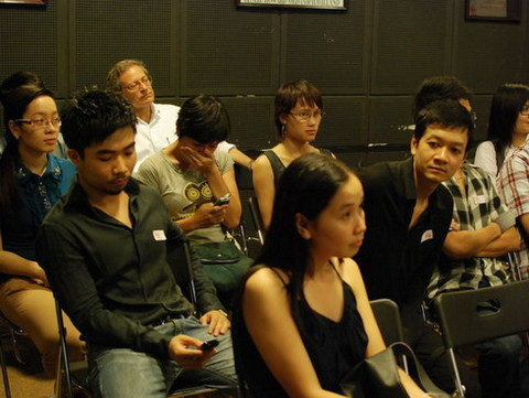 Cuộc trò chuyện của ông Lars tại trung tâm TPD, Hà Nội chiều 8/11 thu hút rất nhiều các nhà làm phim trẻ của VN. Ảnh: Hoàng Phương.
