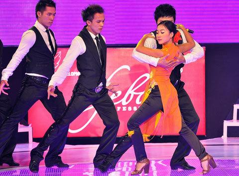 """Đoan Trang với những vũ điệu đẹp mắt trong bài """"Khúc ca tương phùng""""."""
