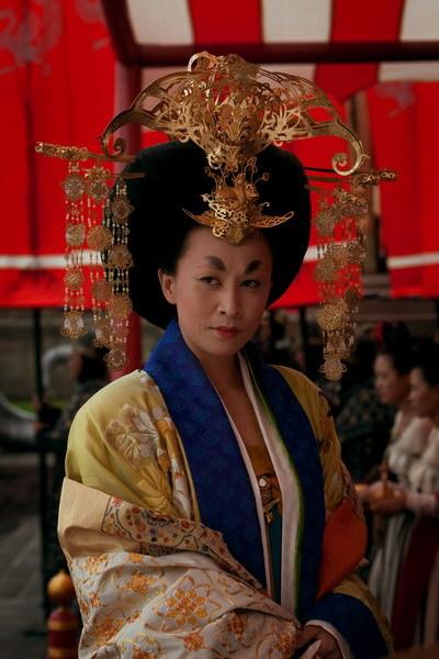 Tạo hình Võ Tắc Thiên của Lưu Gia Linh trong phim. Ảnh: HuaYi.