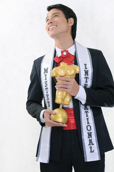 Ngô Tiến Đoàn vinh danh sắc đẹp đàn ông trên đấu trường quốc tế năm 2008. Ảnh: C.L.