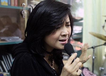 """Ca sĩ Thanh Lam phiêu với """"Yêu""""."""
