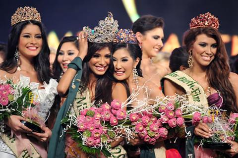 Hoa hậu Ấn Độ trong phút đăng quang.