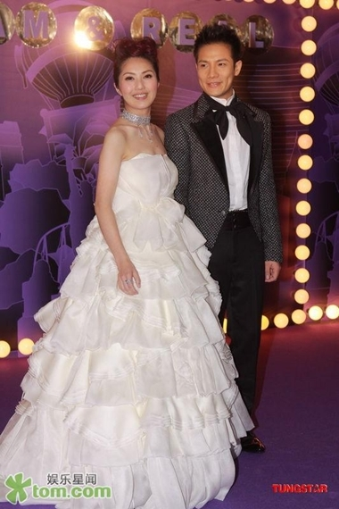 Dương Thiên Hoa cùng chồng Đinh Tử Cao trong ngày cưới. Ảnh: Tungstar.